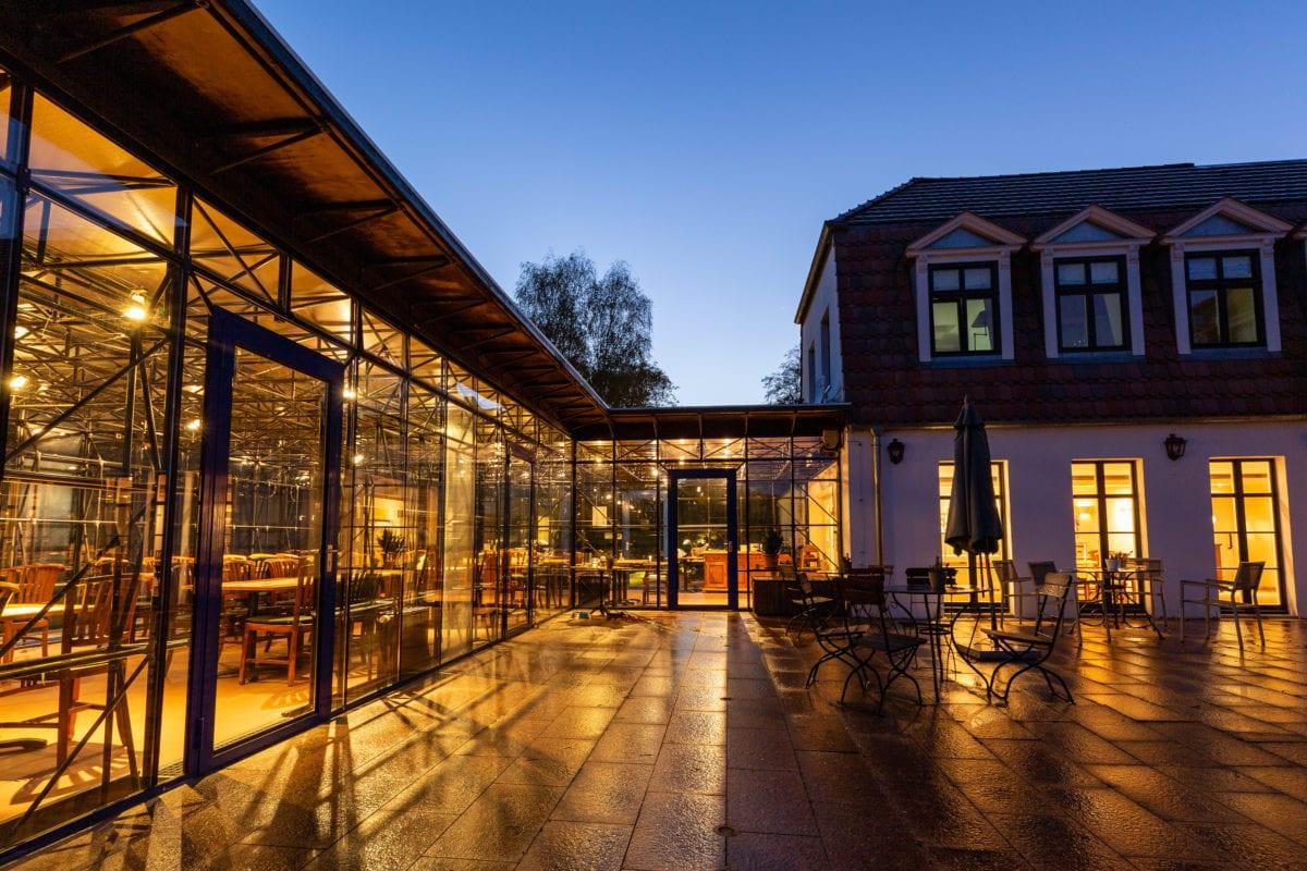 Wintergraten und Terrasse ideal für Hochzeiten, Seminare und Teamevents